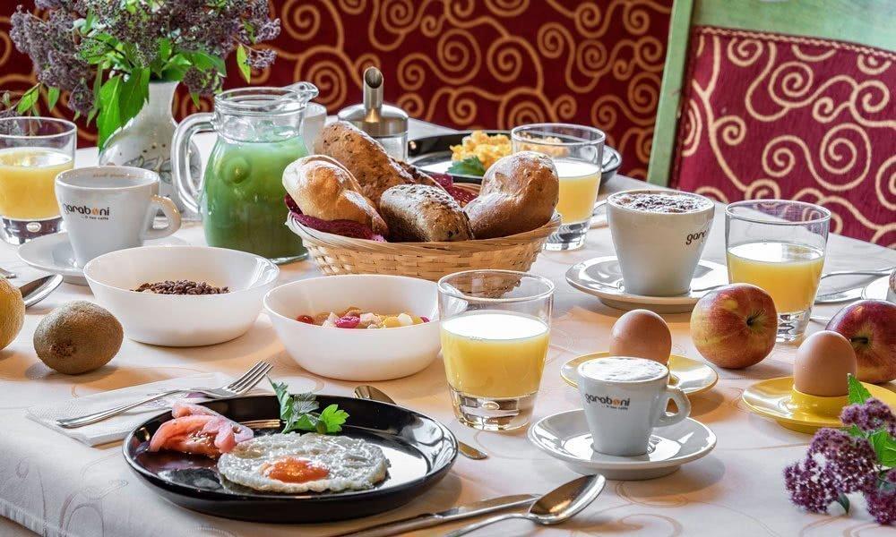 F02 Genießen Sie unser reichhaltiges Frühstücksbüffet!
