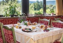 F01 Genießen Sie unser reichhaltiges Frühstücksbüffet!