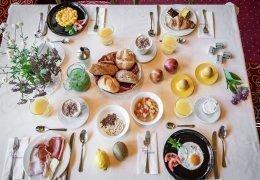 F03 Genießen Sie unser reichhaltiges Frühstücksbüffet!