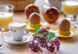 F04 Genießen Sie unser reichhaltiges Frühstücksbüffet!