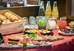 FB06 Genießen Sie unser reichhaltiges Frühstücksbüffet!Genießen Sie unser reichhaltiges Frühstücksbüffet!
